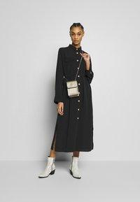 Monki - LIV UTILITY DRESS - Skjortekjole - black - 1