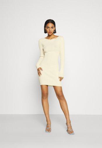 LYLA DRESS - Strikket kjole - butter