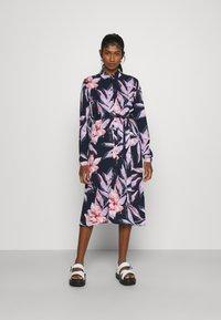 Vila - VIDANIA BELT SHIRT DRESS - Košilové šaty - navy blazer/lana - 0
