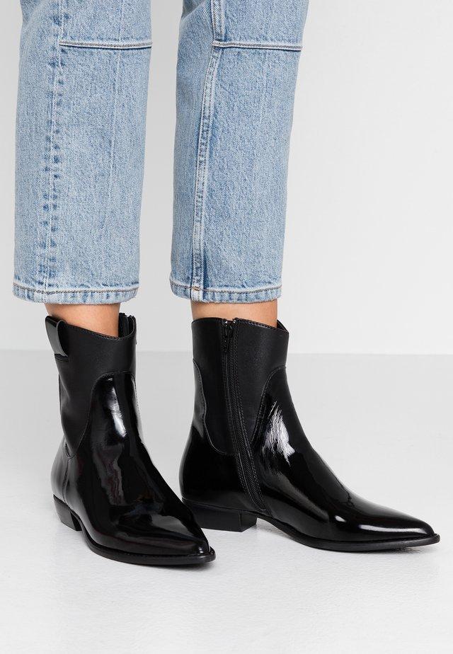 ENNI - Cowboy/biker ankle boot - black