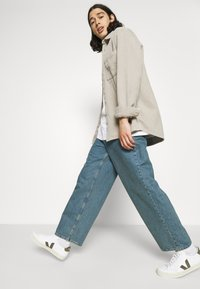 BDG Urban Outfitters - ACID WASH SHACKET - Kevyt takki - stone - 3
