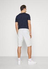 TOM TAILOR - JOSH  - Shorts - off white - 2