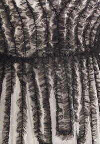 Needle & Thread - LA VIE EN ROSE GOWN - Společenské šaty - champagne/graphite - 2