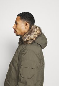 The North Face - RECYCLED MCMURDO UTILITY - Down coat - new taupe green - 7