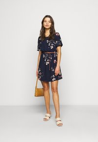 Vero Moda Petite - VMANNIE BELT SHORT DRESS - Day dress - night sky/hallie - 1