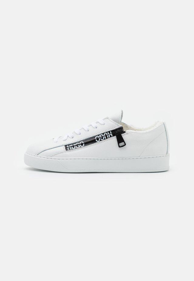 DEVA LACE UP ZIP - Sneakersy niskie - white