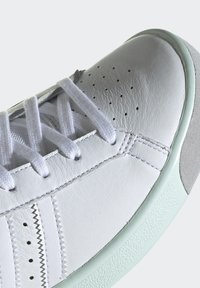 adidas Originals - Baskets basses - white