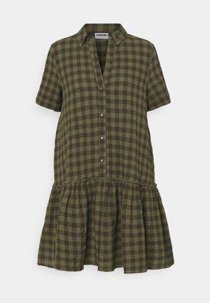 NMHANNIE SHORT DRESS PETITE - Vestido camisero - kalamata