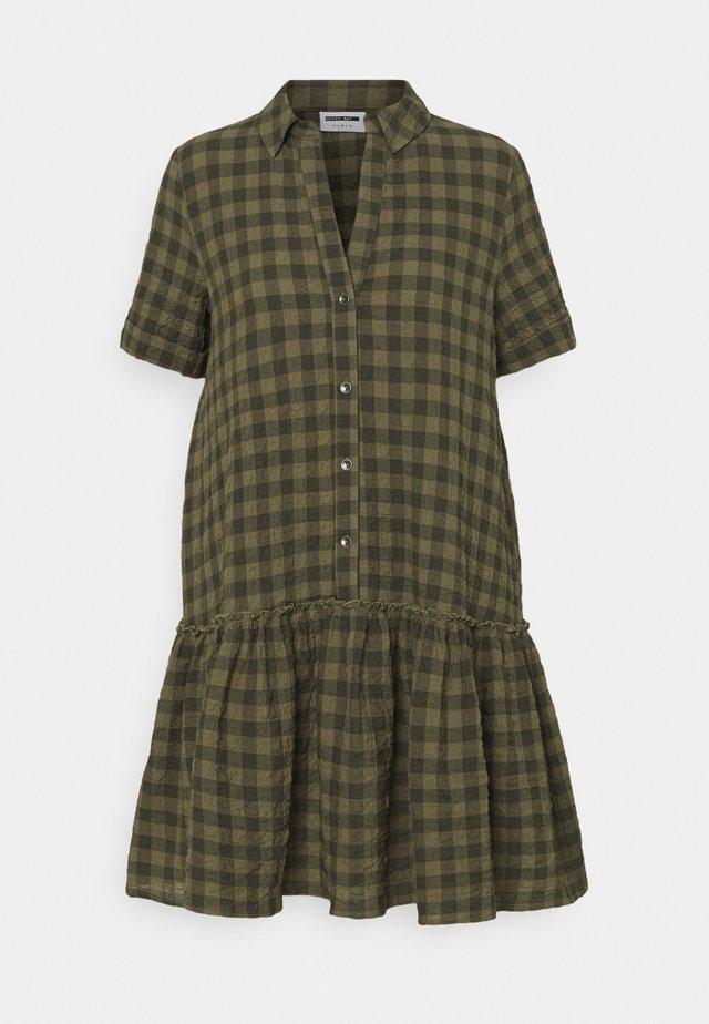 NMHANNIE SHORT DRESS PETITE - Shirt dress - kalamata
