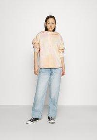 Levi's® - GRAPHIC RIDER HOODIE - Sweatshirt - multicolor - 1