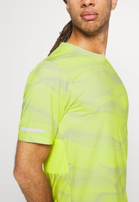 Calvin Klein Performance - SHORT SLEEVE - Triko s potiskem - green - 3