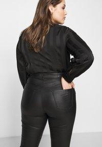 Vero Moda Curve - VMLORA COAT PANTS - Jeans Skinny Fit - black - 4