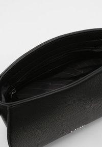 L. CREDI - UMHÄNGETASCHE FELICIA - Across body bag - schwarz - 3