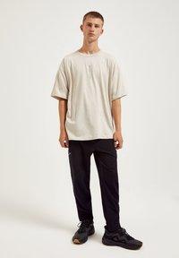 PULL&BEAR - Print T-shirt - mottled beige - 1
