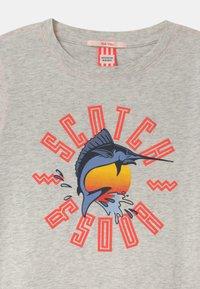 Scotch & Soda - SHORT SLEEVE WITH ARTWORK - Print T-shirt - ecru melange - 2