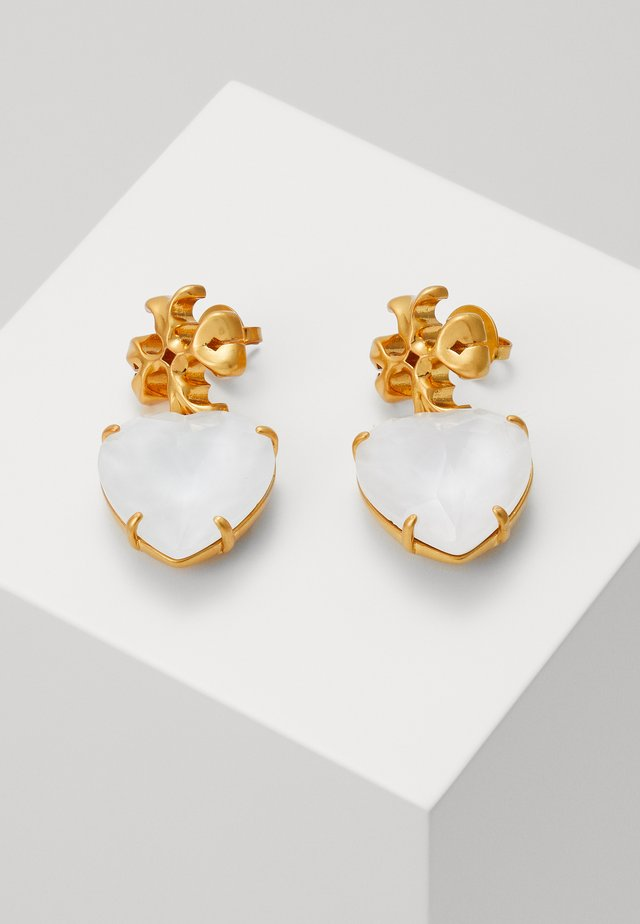 CARVED KIRA HEART EARRING - Earrings - rolled brass / white crystal