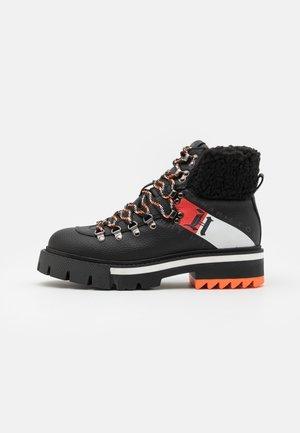 CHUNKY BOOT - Snørestøvletter - black