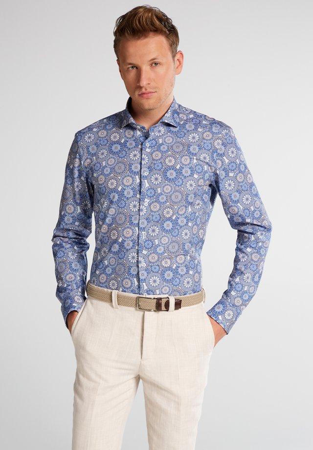 SLIM FIT - Overhemd - blau/beige
