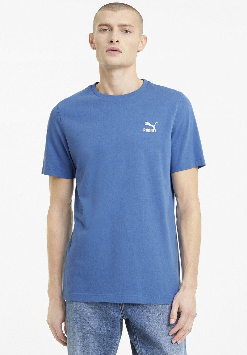 Puma - CLASSICS EMBRO TEE - Print T-shirt - star sapphire