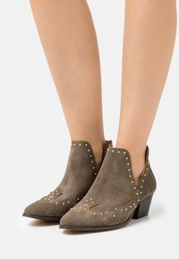 YAS - YASSOUTH - Ankle boots - military olive/gold - 0