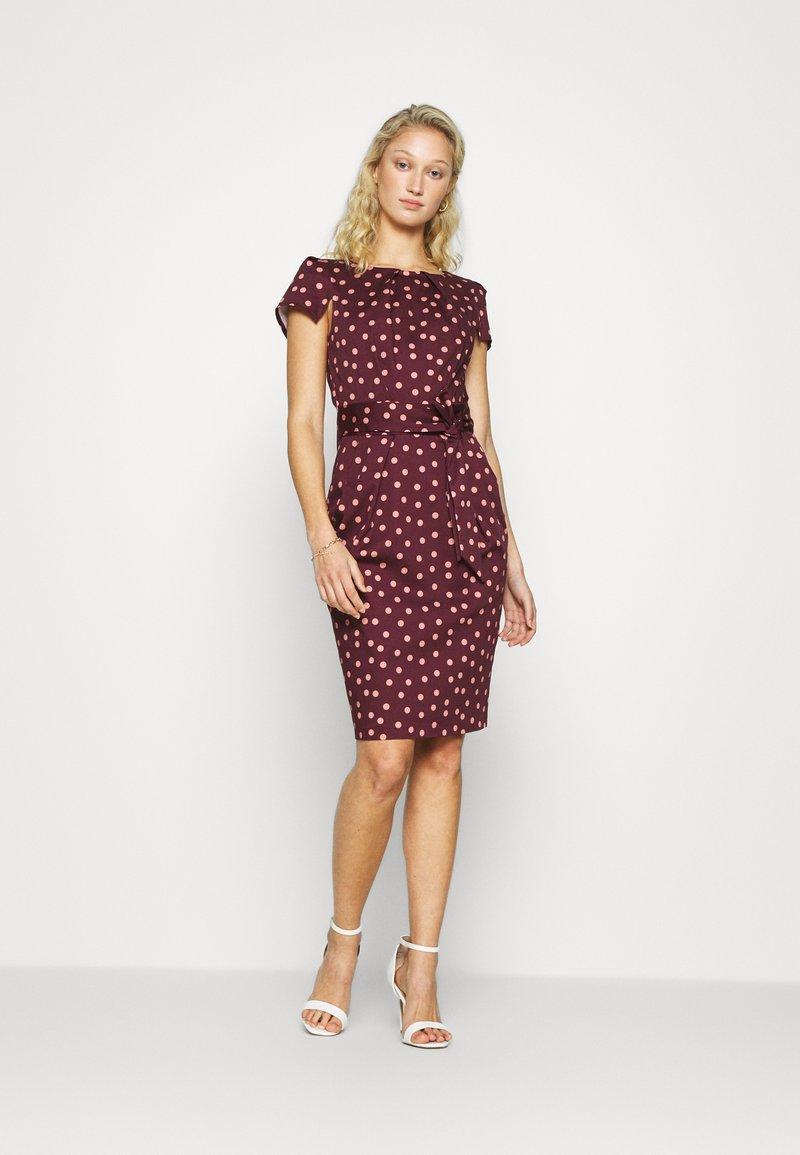 Closet - TULIP DRESS - Day dress - burgundy