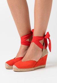 Unisa - CHUFY - Sandály na vysokém podpatku - corallo - 0