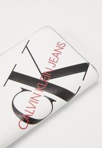 Calvin Klein Jeans - ZIP AROUND - Wallet - white - 2