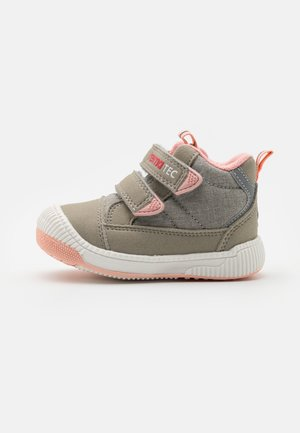 REIMATEC SHOES PASSO UNISEX - Trekingové boty - light grey