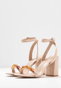 RAID - GIANNI - Sandály na vysokém podpatku - nude - 4