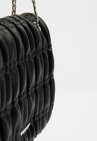 Bershka - GESTEPPTE MIT FALTEN - Across body bag - black - 4