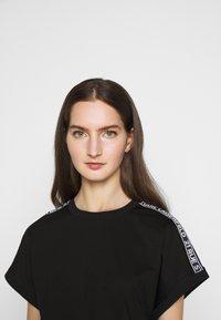 KARL LAGERFELD - MERCERIZED DRESS  - Žerzejové šaty - black - 3