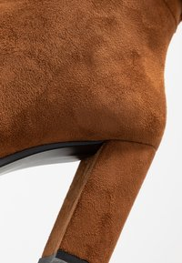 Laura Biagiotti - Stivali con i tacchi - camel - 2