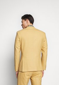 Bertoni - Completo - honey mustard - 3
