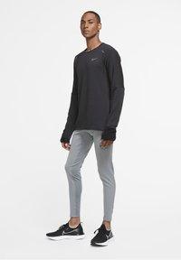 Nike Performance - SPHERE ELEMENT CREW 3.0 - Fleece jumper - black/black - 1