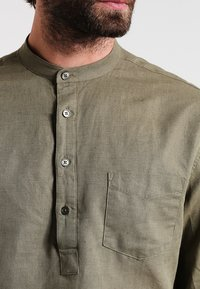 Pier One - Shirt - khaki - 3