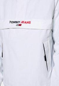 Tommy Jeans - SOLID POPOVER JACKET UNISEX - Windbreaker - white - 5