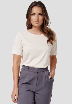 PEGGY - Basic T-shirt - new beige