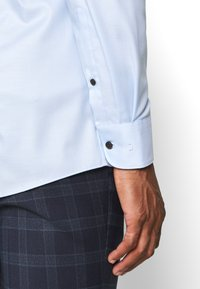 OLYMP Level Five - BODY FIT - Formal shirt - ozon - 3