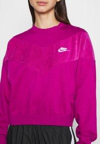 Nike Sportswear - HRTG VELOUR - Mikina - cactus - 5