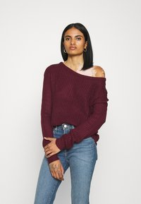 Missguided - OPHELITA OFF SHOULDER JUMPER - Pullover - burgundy - 0