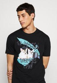 Vivienne Westwood - DANGERO CLASSIC - T-shirt con stampa - black - 3