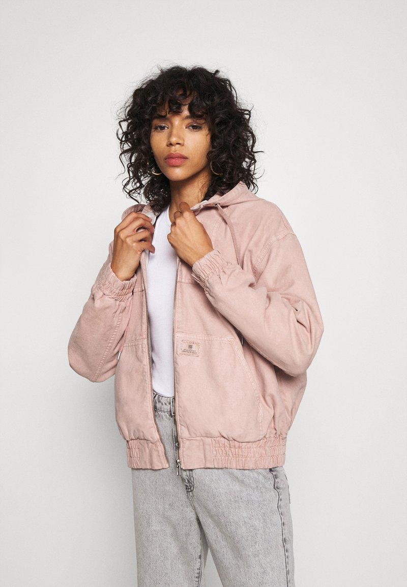 BDG Urban Outfitters - SKATE HOOD JACKET - Light jacket - pink
