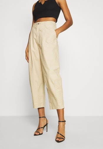 UTILITY PLEATED BALLOON - Trousers - crisp