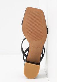 L'INTERVALLE - KENDI - Sandaalit nilkkaremmillä - black - 6