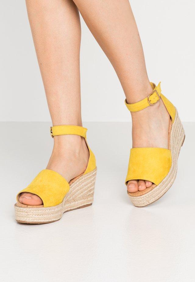 LIBERTII - Sandalias de tacón - bright yellow