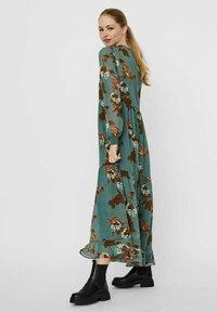 Vero Moda - Maxi dress - laurel wreath - 2