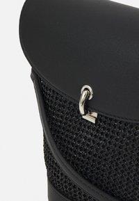 Seidenfelt - RANDERS SET - Across body bag - black - 4