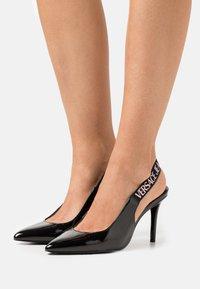 Versace Jeans Couture - Czółenka - black - 0