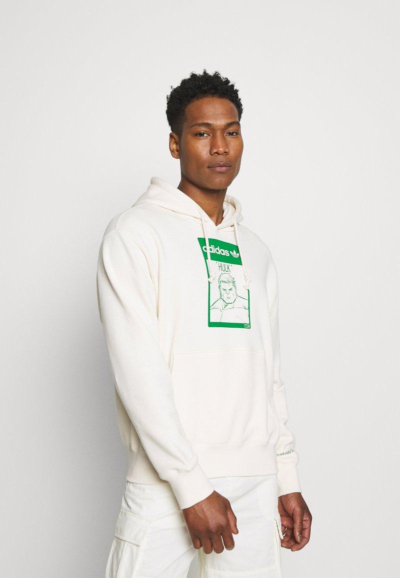 adidas Originals - HOODIE HULK WALT DISNEY ORIGINALS - Sweatshirt - off-white