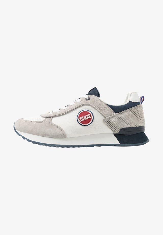 TRAVIS TONES - Sneaker low - white/navy
